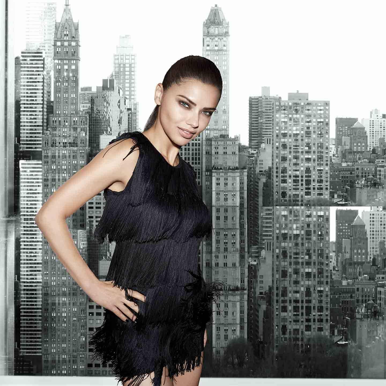 Como complementar un vestido negro